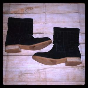 Urban outfitters ecote Dakota suede moto boots 8.5
